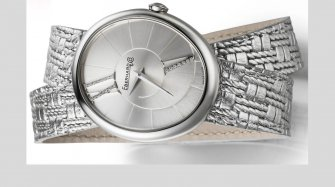 A new silver coloured strap for the Gilda