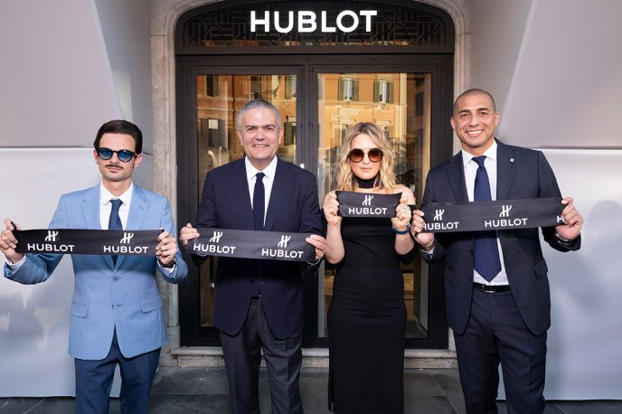 The brand arrives in Piazza Di Spagna, in Rome