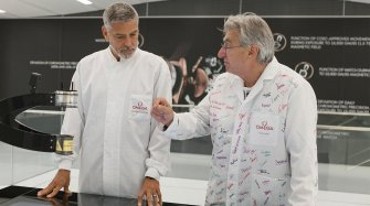 George Clooney visits the manufacture People and interviews