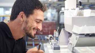 Mats Hummels visits the Manufacture