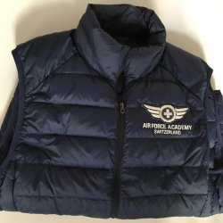Gilet de luxe Air Force Academy Switzerland en plumes d'oie sauvage © DR