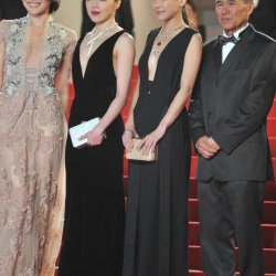 "Taiwanese director Hou Hsiao-Hsien and ""The Assassin"" actresses © Getty Images"